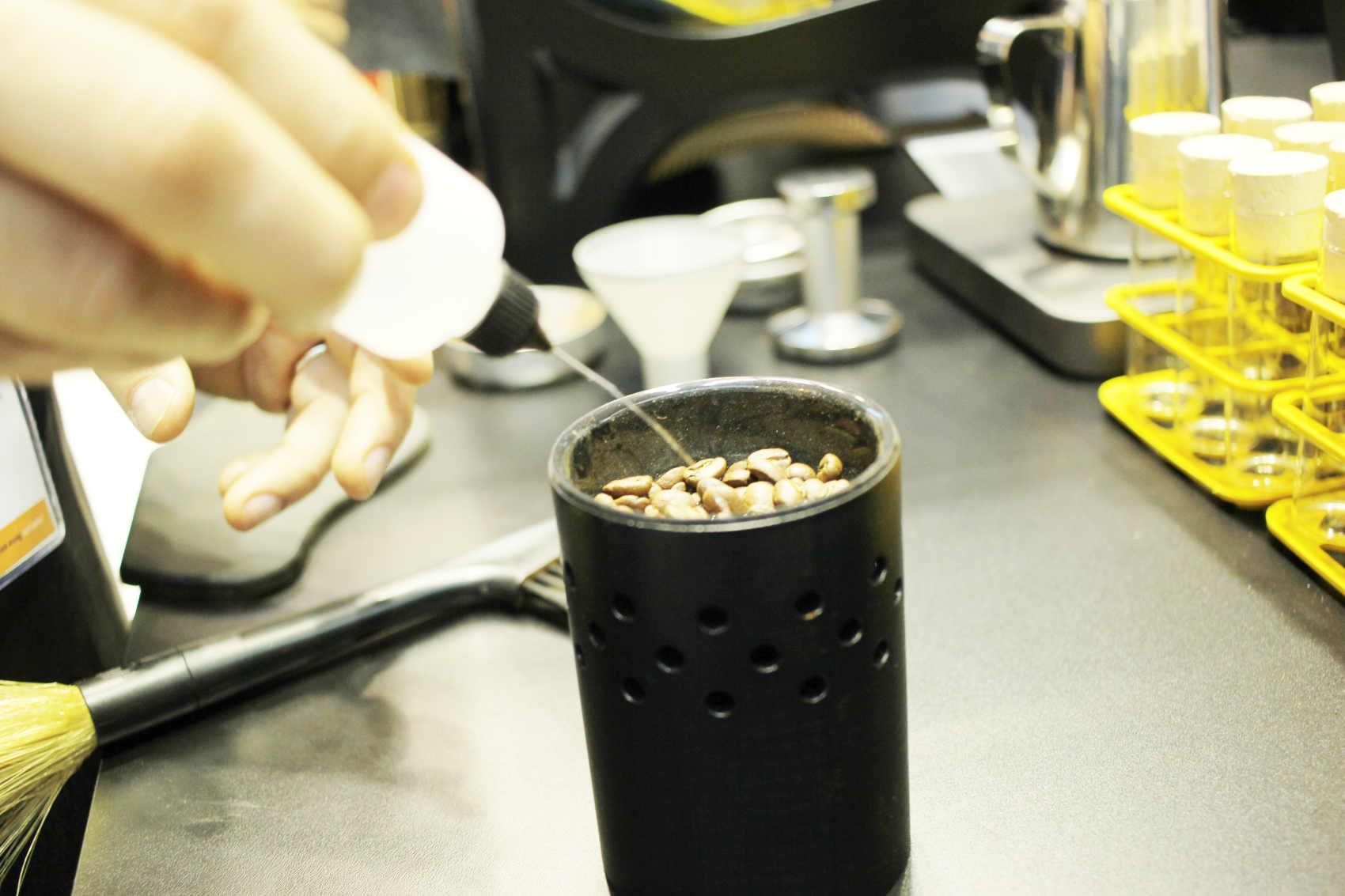 ceado E37Z hero mlyncek na kavu