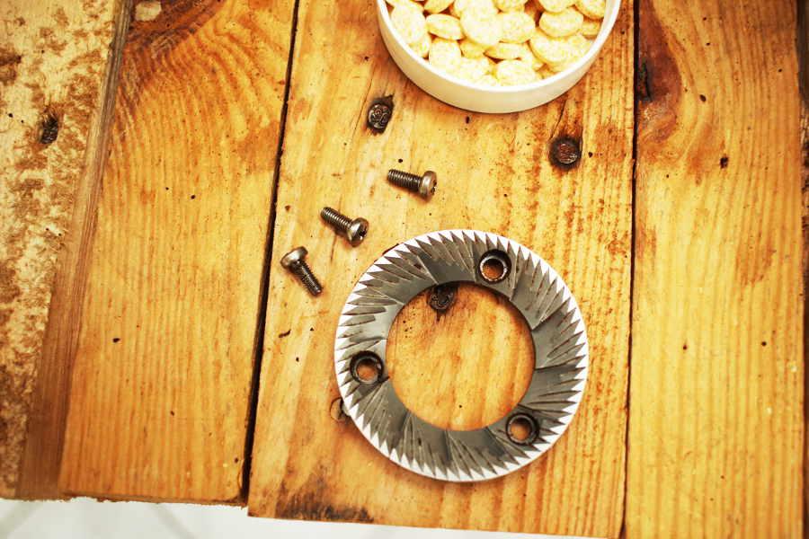 čistenie mlynčeka mlecie kamene ako sa čistí mlynček